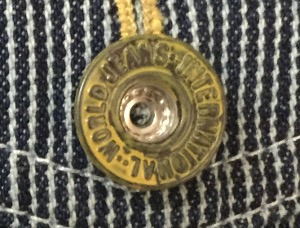 右胸ポケットボタン